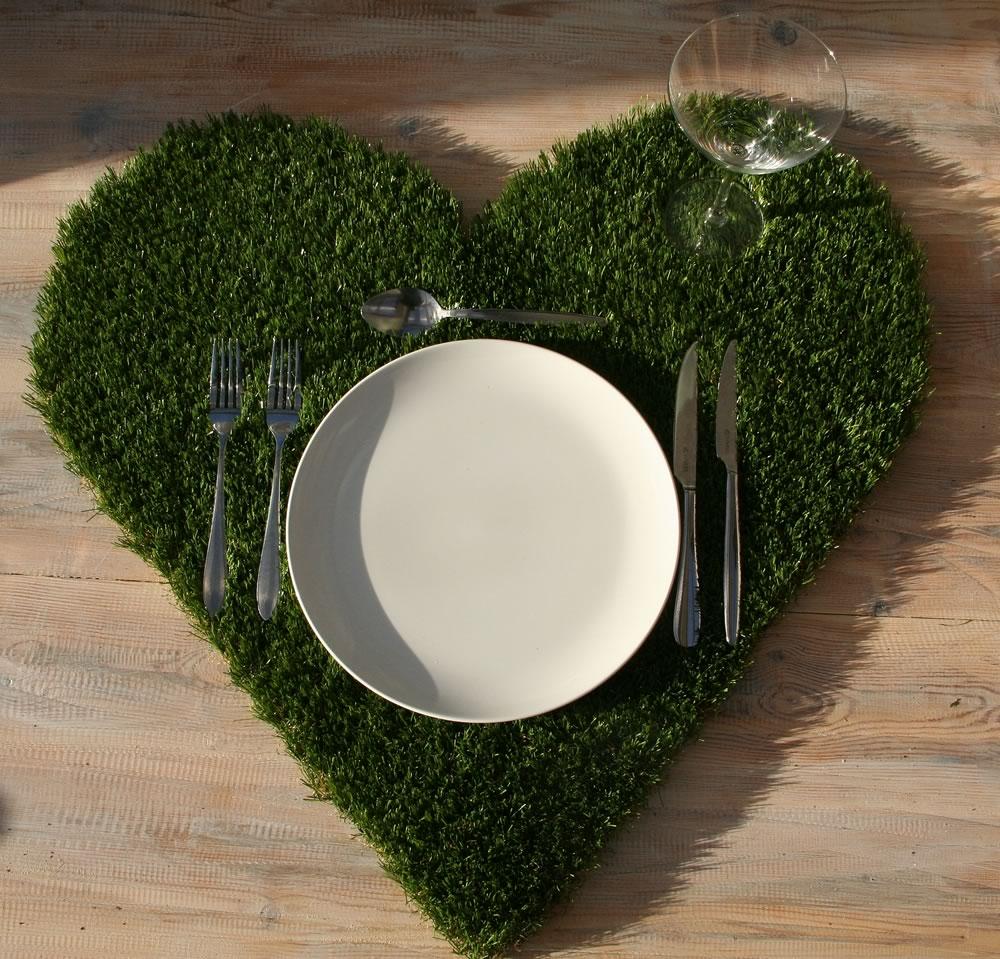 Heart shaped artificial grass table place mats
