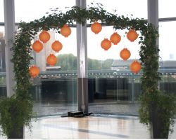 A single Ivy arch for a wedding ceremony
